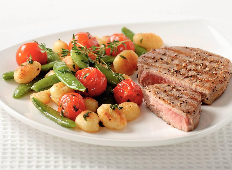 Gnocchi met tomaat, tijm en tonijn