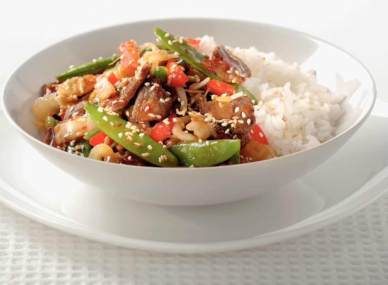 Chinees wokvlees met groenten en rijst