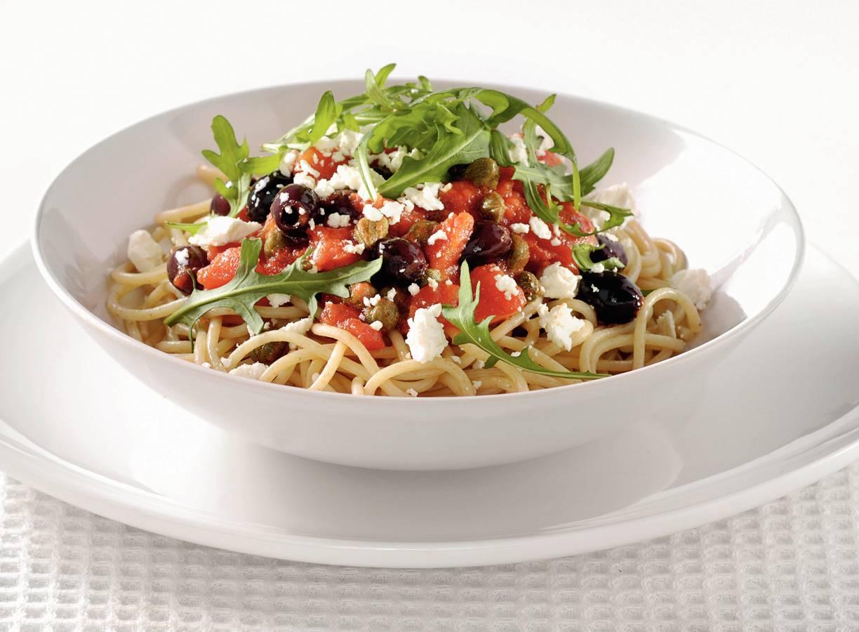 Volkoren spaghetti met kappertjes en olijven