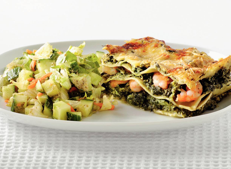 Groene lasagne met garnalen en pestosaus