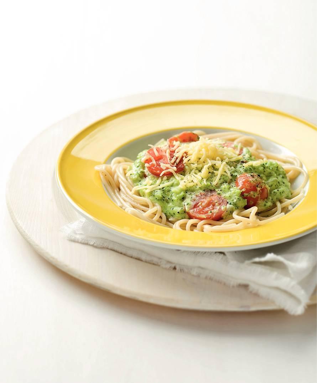 Spaghetti met romige broccoli-kaassaus.