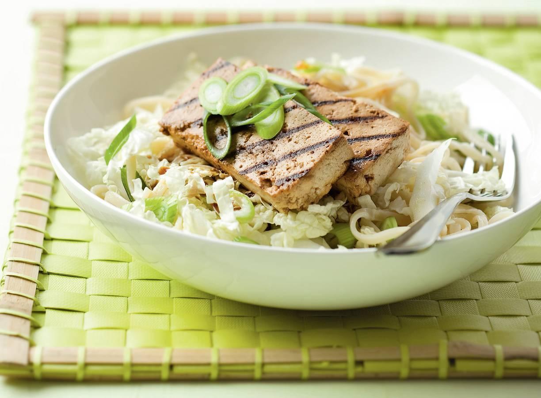 Gegrilde tofu met miesalade