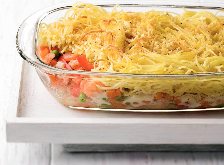 Spaghettini-groenteschotel met mozzarella en garnalen
