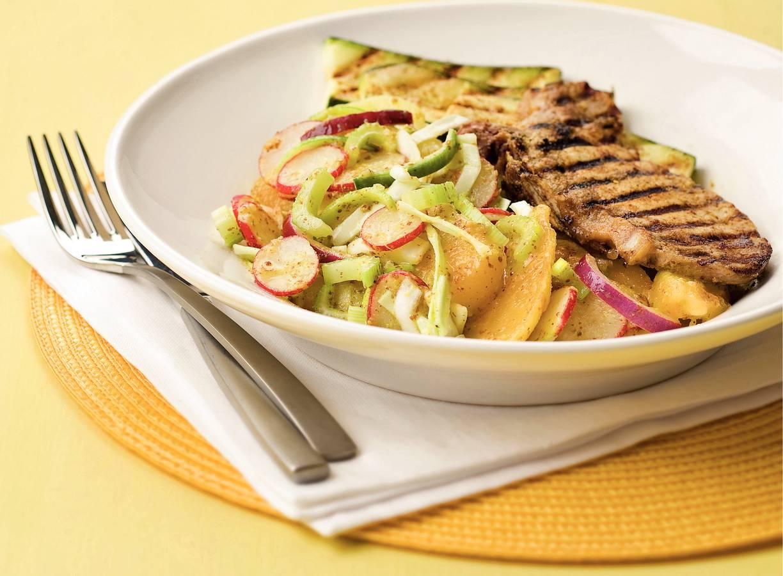Lauwwarme aardappelsalade met mosterdkarbonades