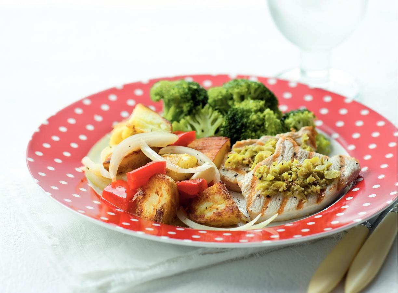 Gegrilde kalkoenfilet met olijven en broccoli