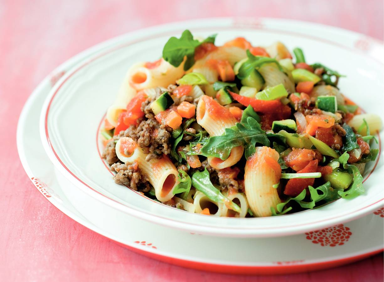 Macaroni met groente-gehaktsaus