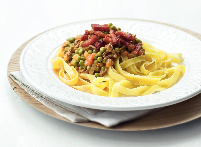 Tagliatelle met spek, gehakt en groenten
