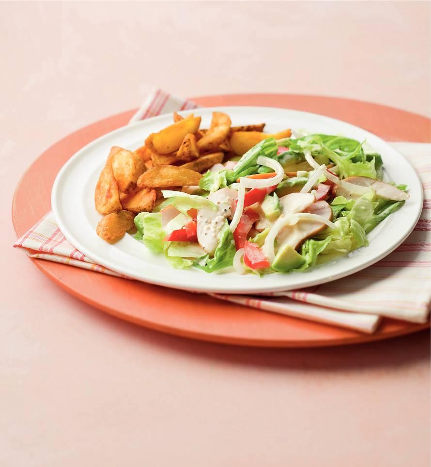 Salade met gerookte kip en aardappelpartjes