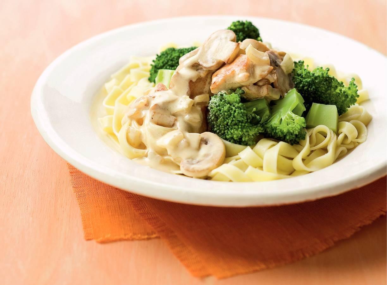 Kip in mosterdroomsaus met broccoli