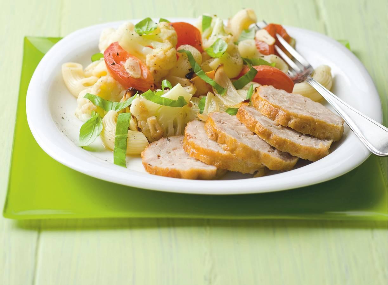 Kiprollade met groentemacaroni