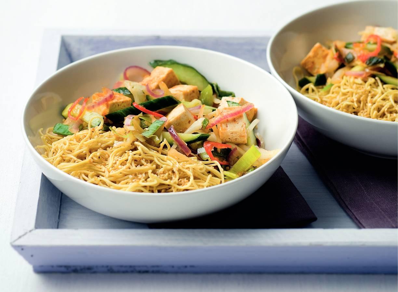 Sesam-mie met Thaise groenten en tofu