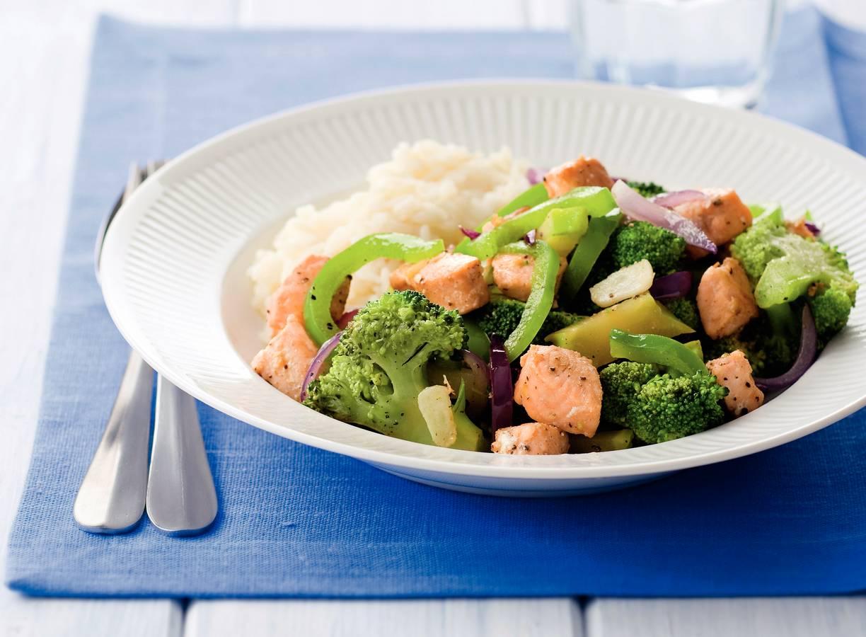 Zalm en broccoli uit de wok