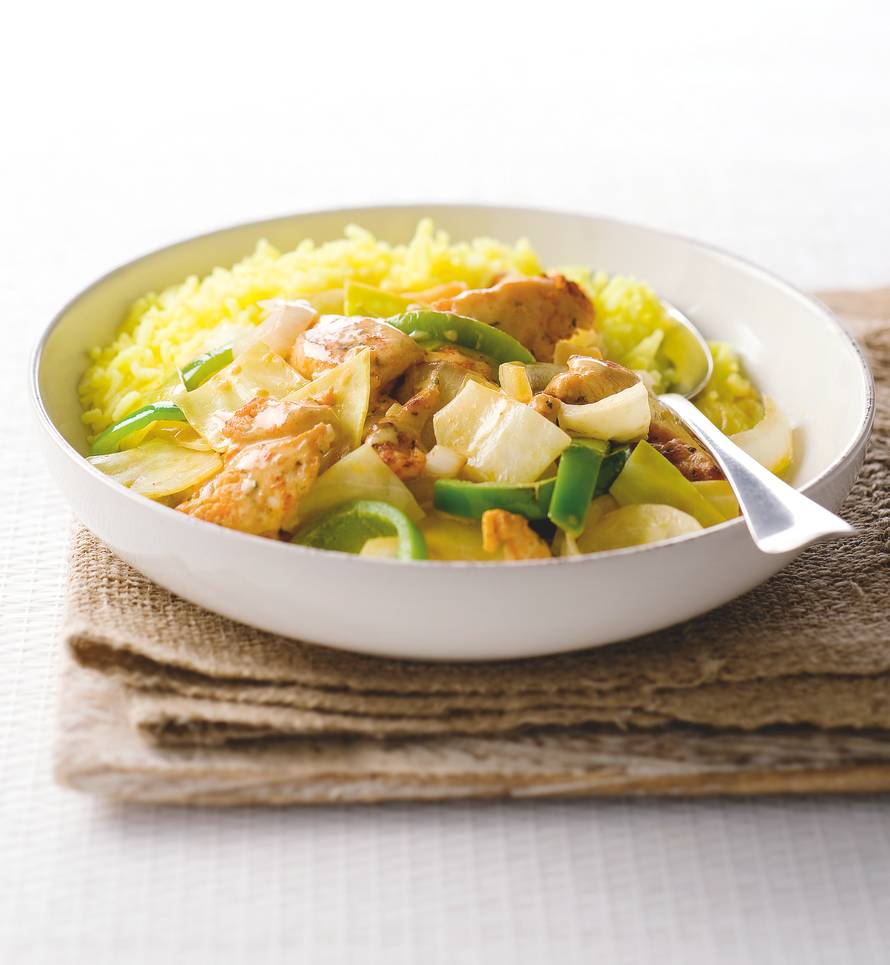 Witte kool en gekruide kip uit de wok