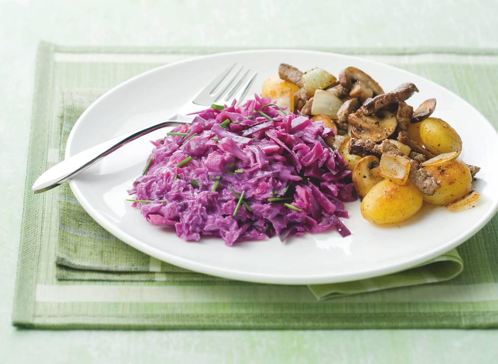 Romige rodekool met rundvlees en aardappelen