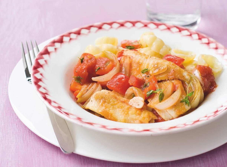 Visstoof met tomaten en paprika