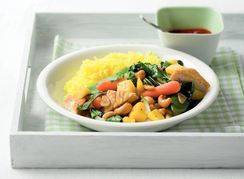 Tofu met peultjes, mango en cashewnoten