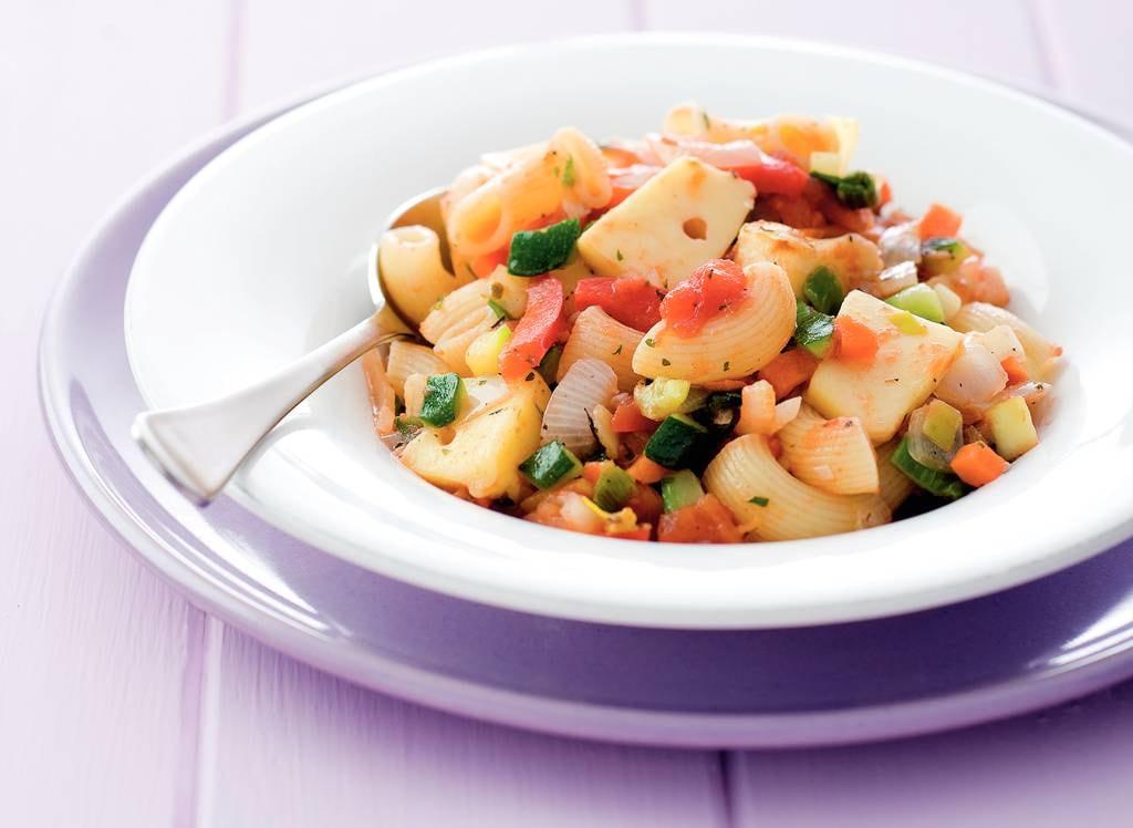 Macaroni met Italiaanse groentesaus