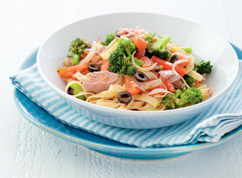 Tagliatelle en broccoli in tonijnsaus