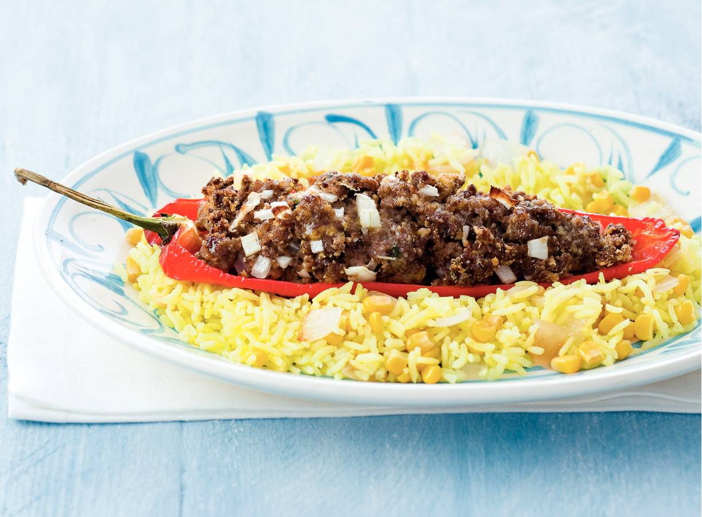 Gevulde puntpaprika's met gele rijst