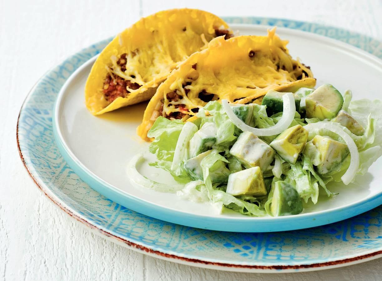 Avocadosalade met gebakken taco's