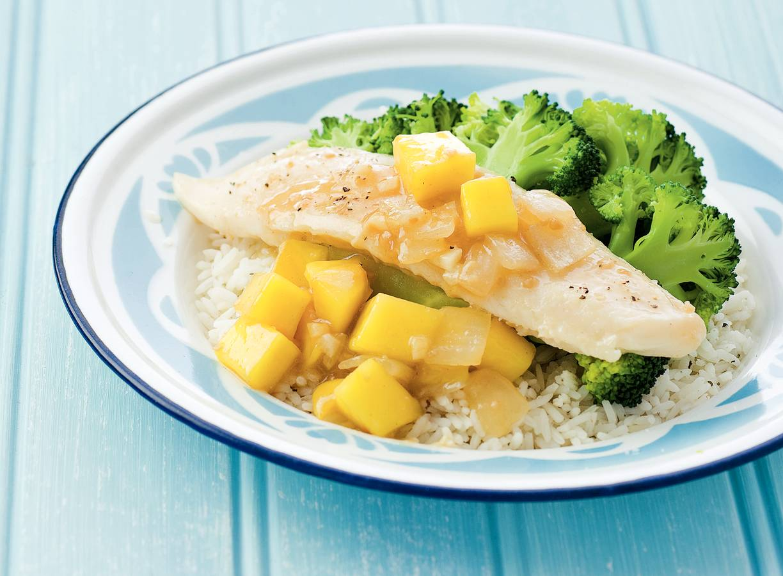 Vis met mango-gembersaus en broccoli