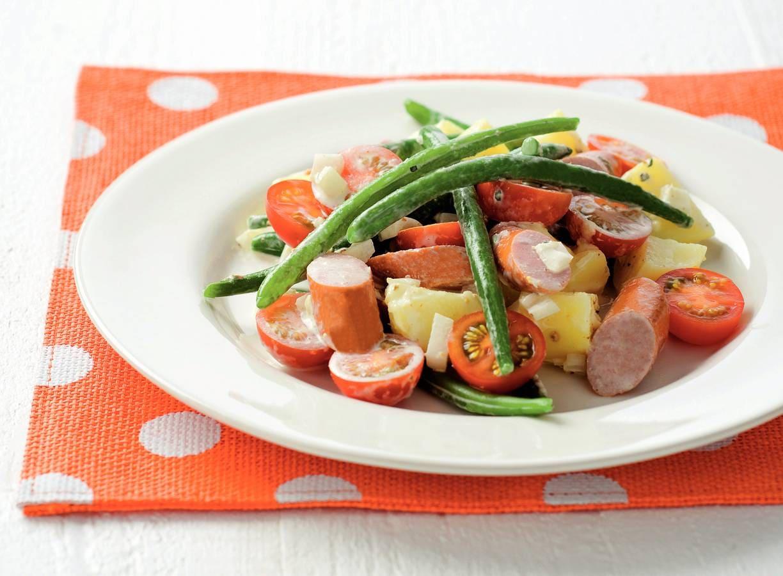 Aardappelsalade met hotdogs