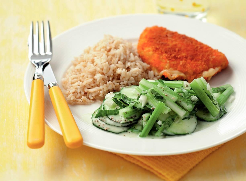 Kip cordon bleu met komkommersalade