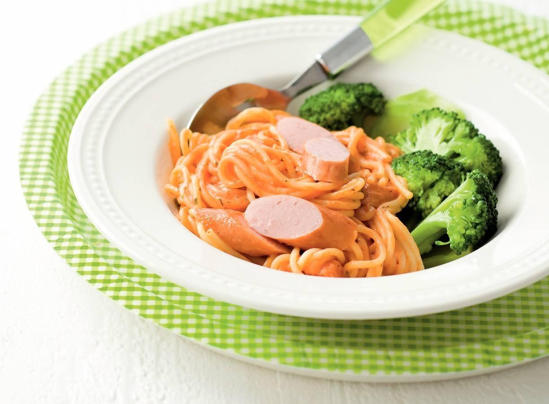 Romige spaghetti met worst en broccoli