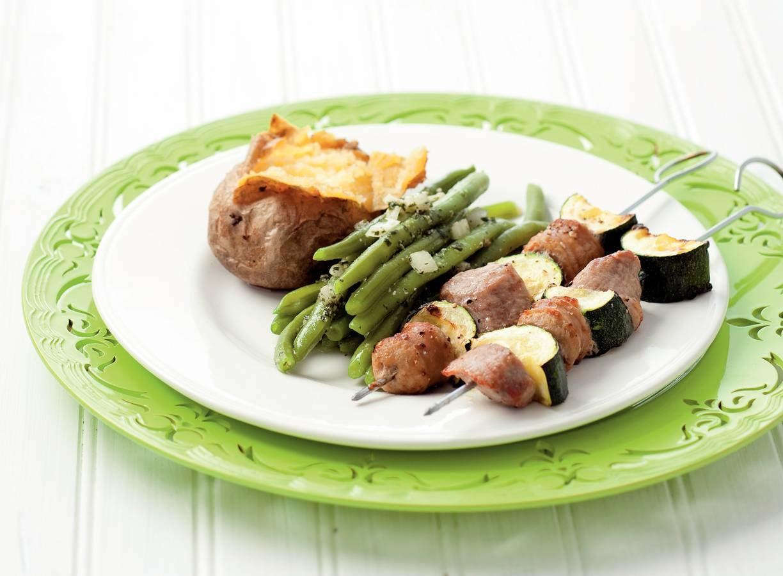 Vleesspies met pesto-bonensalade