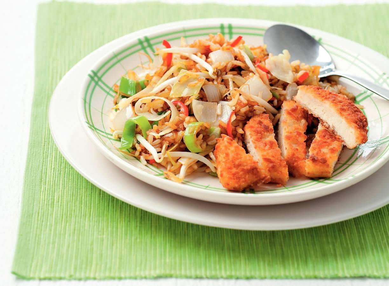 Vegetarische schnitzel met gebakken rijst