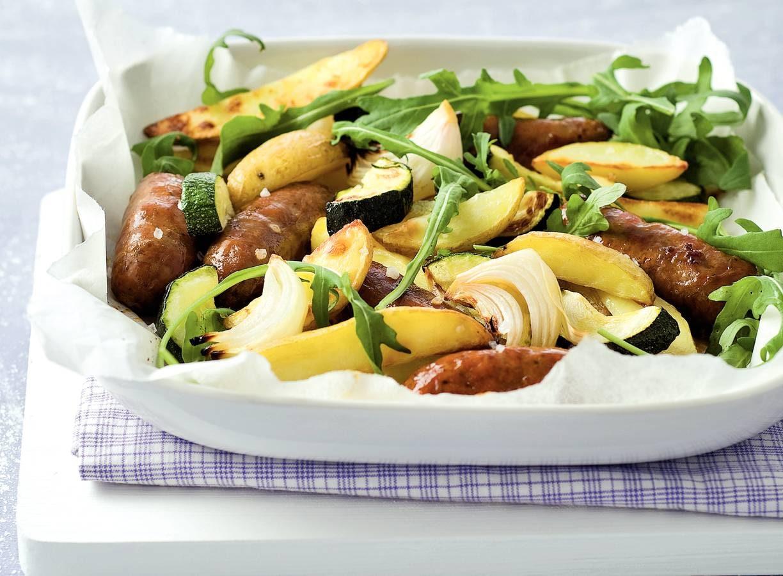 Geroosterde Italiaanse worstjes en groenten