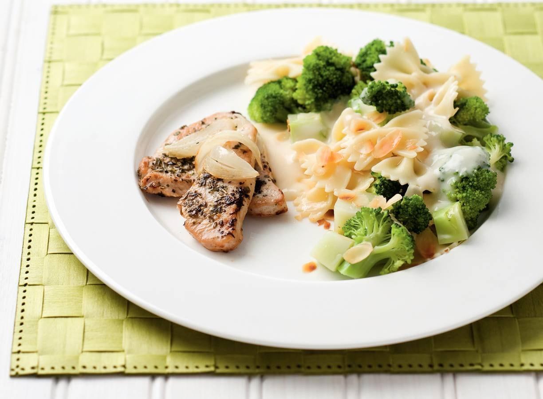 Broccoli met amandelen en kaassaus