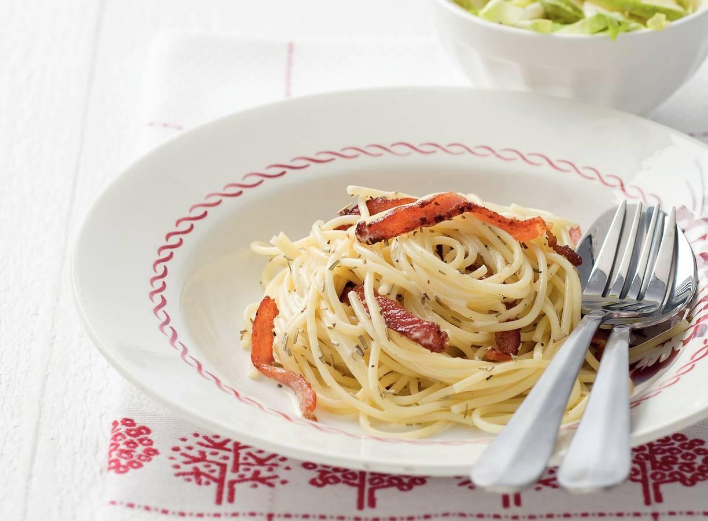Pasta met bacon en witlof-peersalade