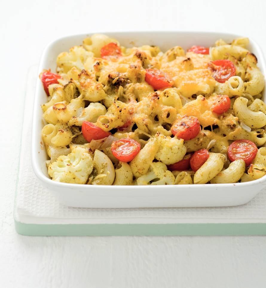 Macaronischotel met rucolapesto