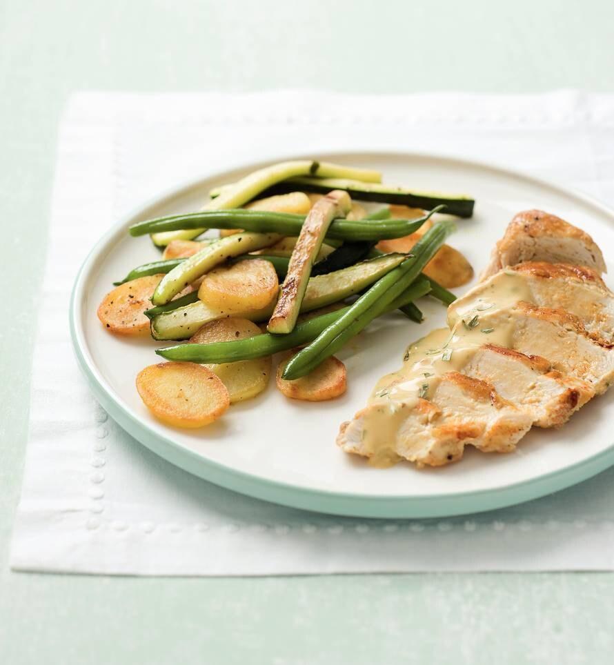 Kip met dragonsaus en aardappelschijfjes
