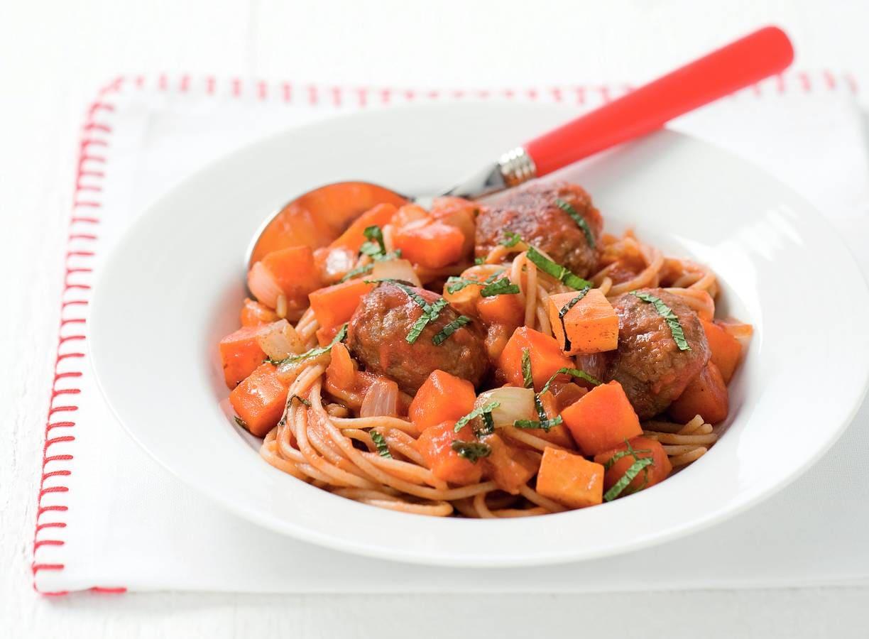 Spaghetti met balletjes in tomaten-kaneelsaus