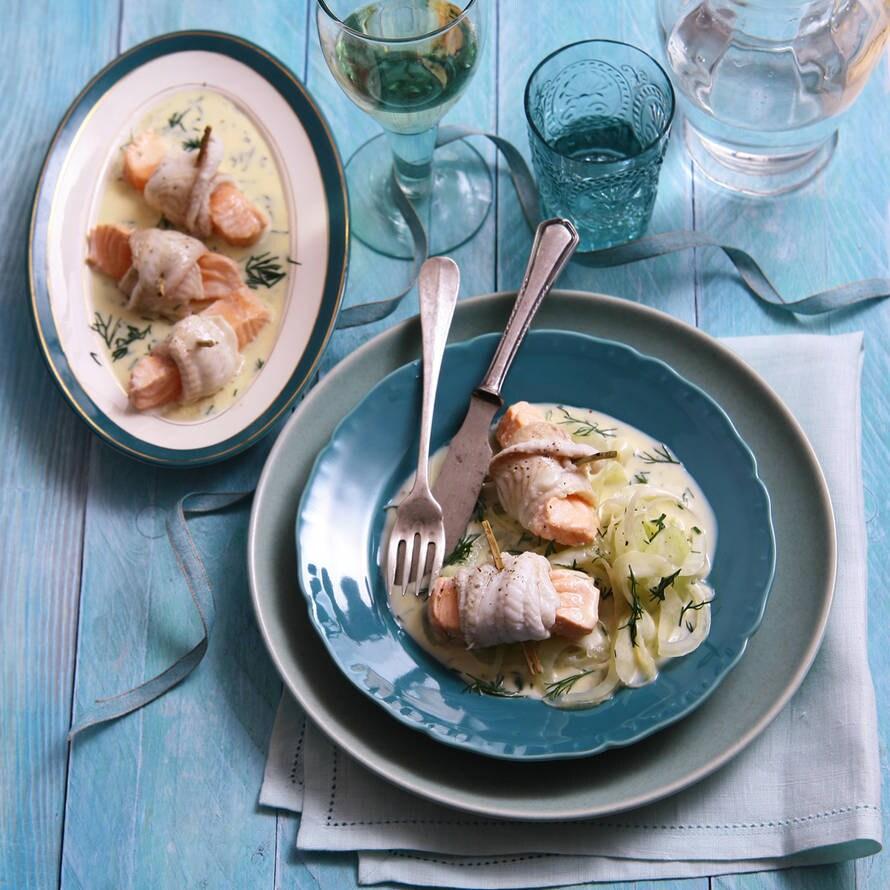 Noordzeetongrolletjes met zalm en dillesaus