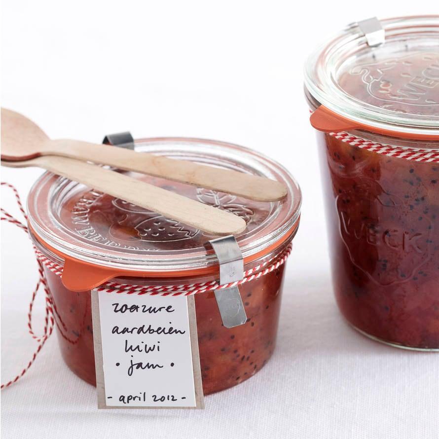Zoetzure aardbeien-kiwi-jam