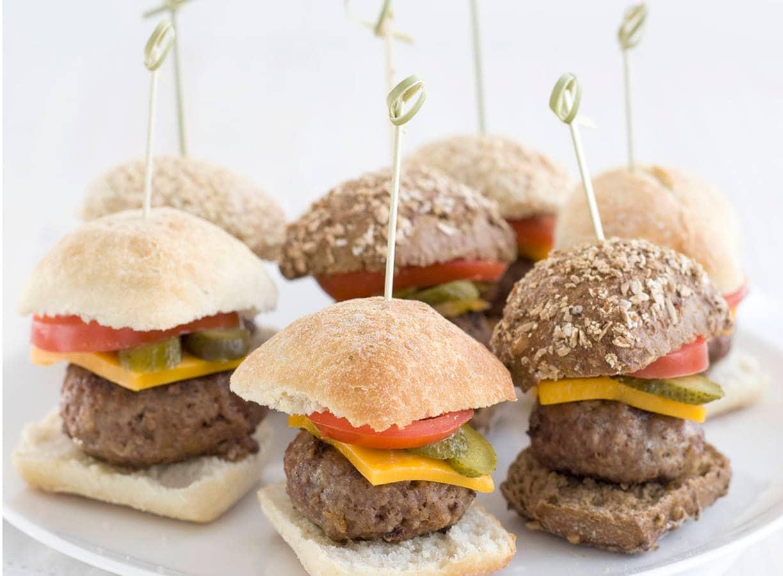 Mini cheeseburgers met augurk
