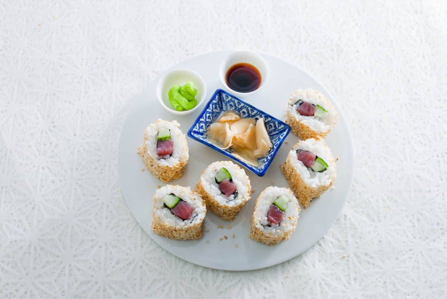 Urumaki sushi (inside out roll)