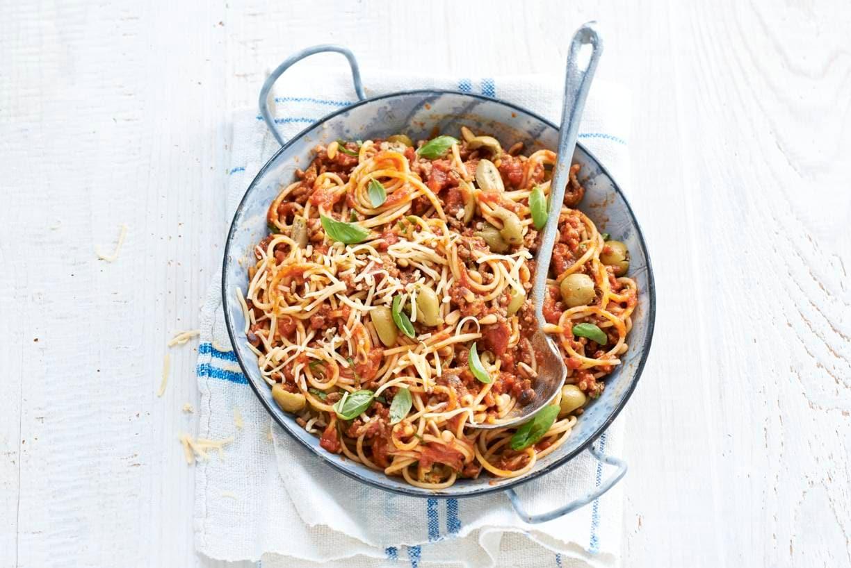 Spaghetti met gehakt en knoflookolijven