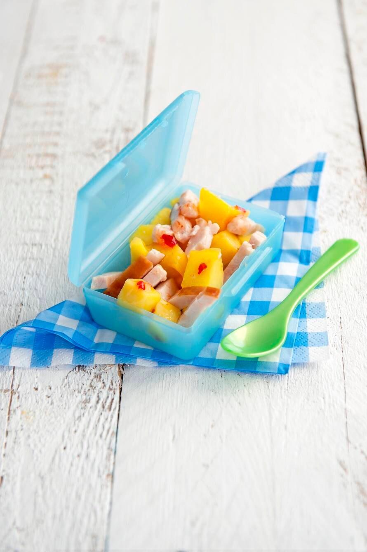 Kleine mango-kipsalade