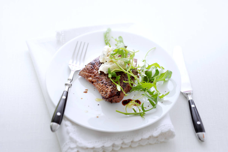 Biefstuk met gorgonzola en rucola