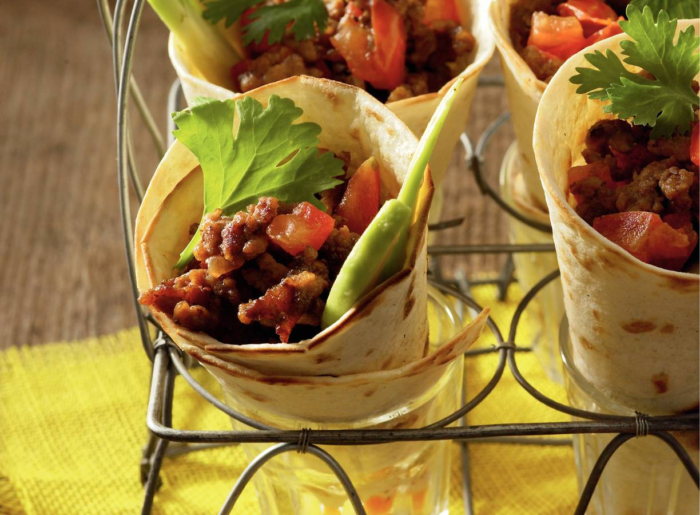 Tortillahoorntjes met pittig gehakt