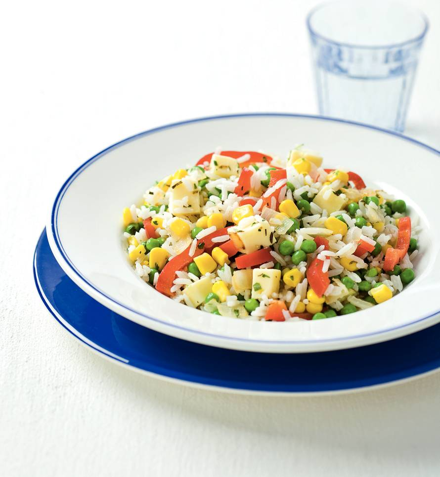 Rijstsalade met mais en kaas