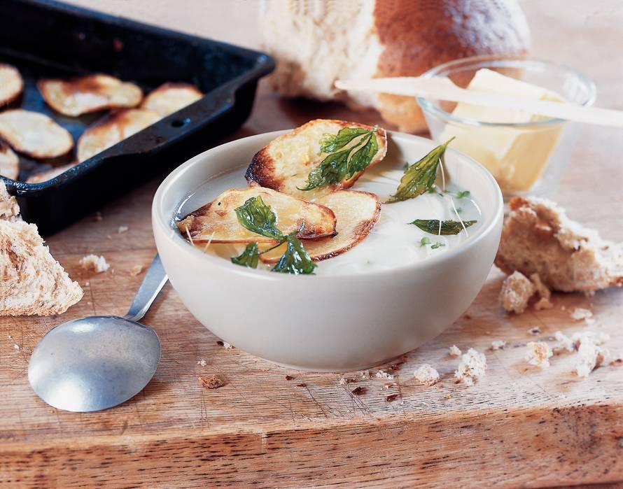 Knoflooksoep met geroosterde aardappel
