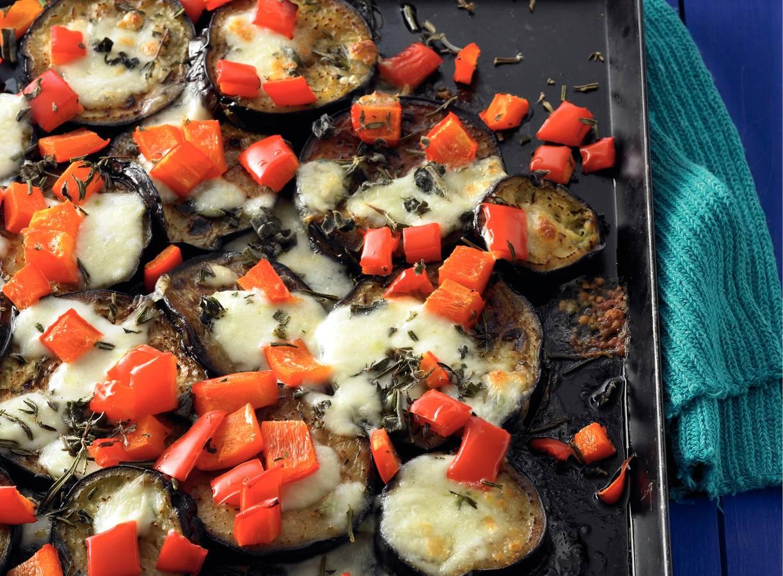 Aubergine met paprika en mozzarella