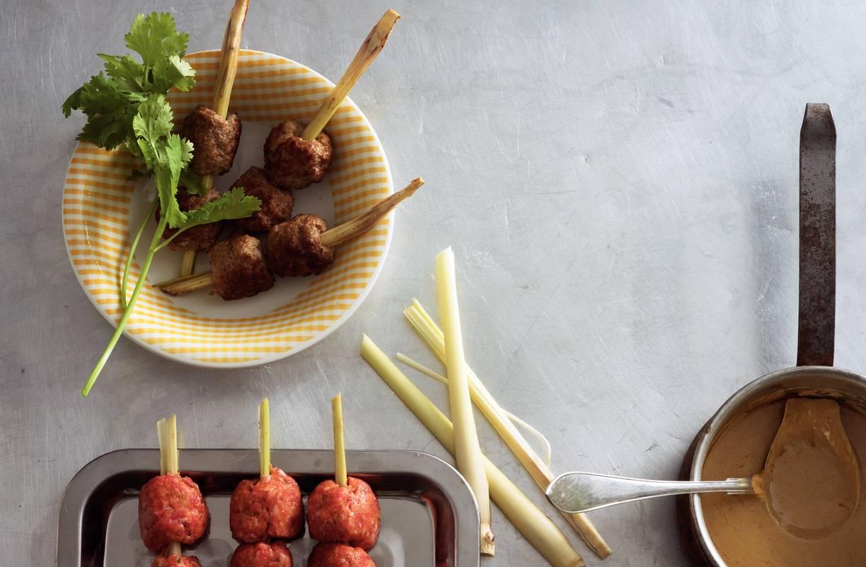 Thaise curryballetjes met pindasaus