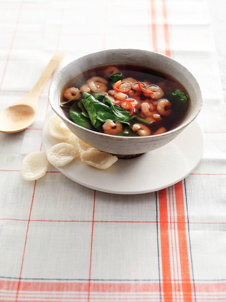 Oosterse garnalensoep met spinazie en gember
