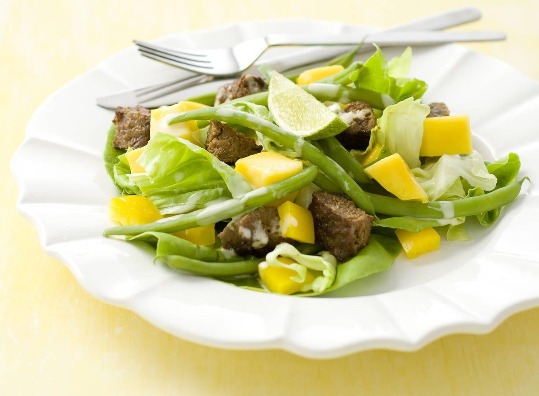 Maaltijdsalade met mango en sperziebonen